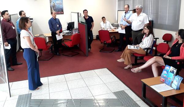 Carlos Roberto de Freitas, presidente do Sindicato, na reunião com o pessoal do Bradesco em Siqueira Campos