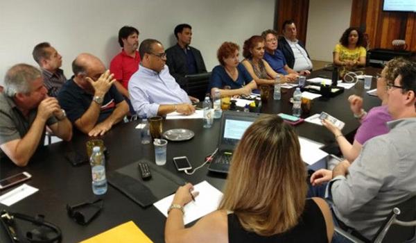 Representantes do Santander apresentaram diversas mudanças que serão feitas nas agências e na atuação dos funcionários - Mariana Valadares/Afubesp