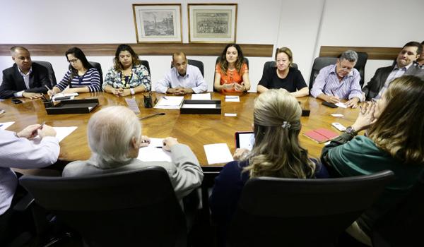 Na reunião, a Fenacrefi se comprometeu a apresentar na próxima rodada, no dia 23/05, um calendário de negociações - Foto: Jailton Garcia