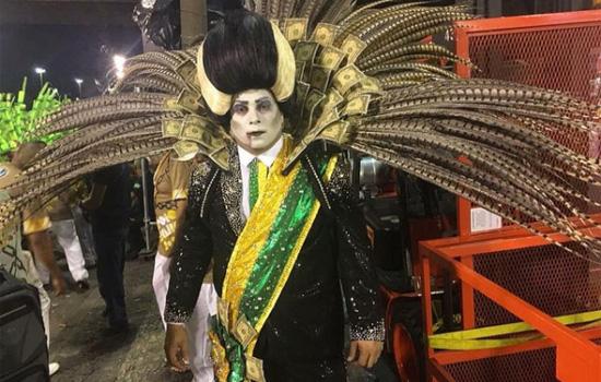 O professor de história Léo Morais encarnou o Vampiro Temeroso no desfile da Paraíso da Tuiuti