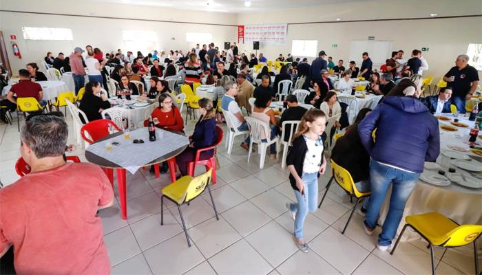 Bancários e seus familiares prestigiaram o almoço promovido pelo Sindicato de Arapoti