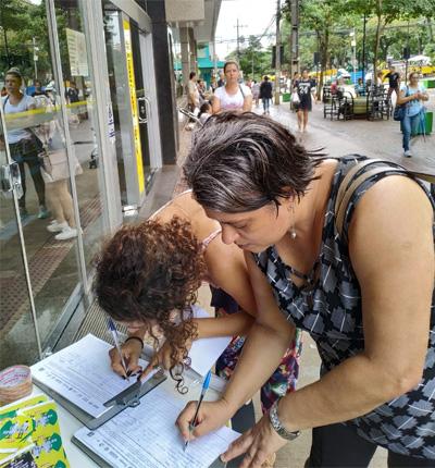 A coleta de assinaturas contra a reforma da Previdência será mantida no Calçadão