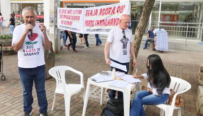 A coleta de assinaturas está ocorrendo no Calçadão e em outros locais que concentram grande número de pessoas