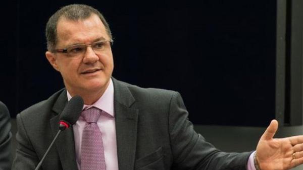 Carlos Gabas, ex-ministro da Previdência, classifica essa MP como mais uma medida para cortar direitos da Classe Trabalhadora e sobrar mais dinheiro para o capital especulativo