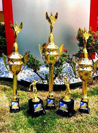 As equipes classificadas nos três primeiros lugares receberão troféus , bem como o artilheiro e o goleiro menos vazado do Campeonato