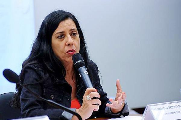 A psicóloga, professora pós-doutora da UnB, Ana Magnólia Mendes, coordena projeto de prevenção ao adoecimento mental na Caixa - Foto: Fenae