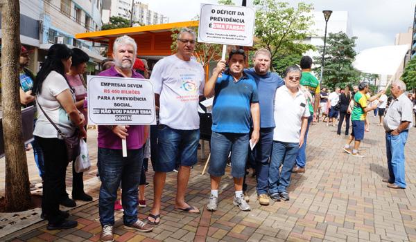 Diretores do Sindicato de Londrina durante o Ato Público convocado pelo Coletivo de Sindicatos