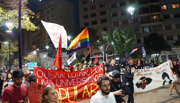 Cerca de 500 pessoas participaram do Dia Nacional de Luta em Londrina