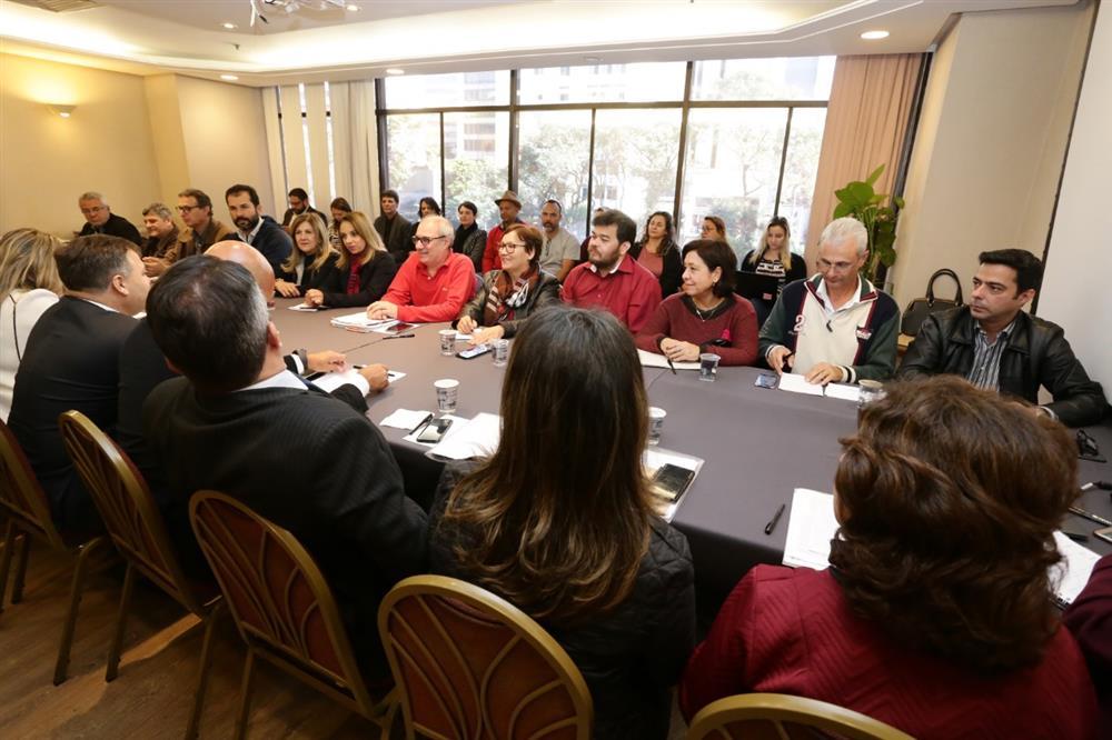O adiantamento da antecipação do salário  para afastados foi um dos pontos discutidos na Mesa Temática de Saúde - Foto: Jailton Garcia