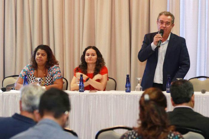 Jair Pedro Ferreira, presidente da Fenae, participou da abertura do Seminário, juntamente com Ivone Silva, presidenta do Sindicato dos Bancários de São Paulo, e Juvandia Moreira, presidenta da Contraf-CUT