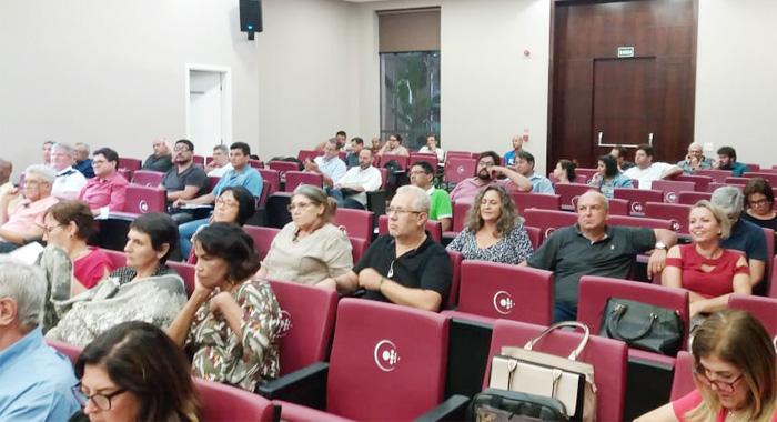 Dulce Silveira, secretária de Saúde do Sindicato de Londrina (no centro), participou do seminário da Contraf-CUT