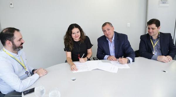 A presidenta da Contraf-CUT, Juvandia Moreira, na assinatura do Acordo Marco com o Banco do Brasil