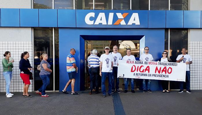 A  atividade na agência da Caixa foi um dos pontos altos do Dia Nacional de Luta em Defesa da Previdência em Cornélio Procópio
