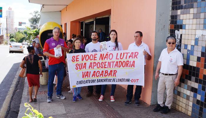 Dirigentes do Sindicato divulgaram a luta contra a reforma da Previdência no Terminal de Transporte Coletivo nesta sexta (22)