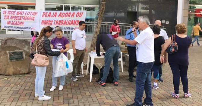 Todos os dias o Sindicato estará no Calçadão de Londrina recolhendo assinaturas contra  a reforma da Previdência