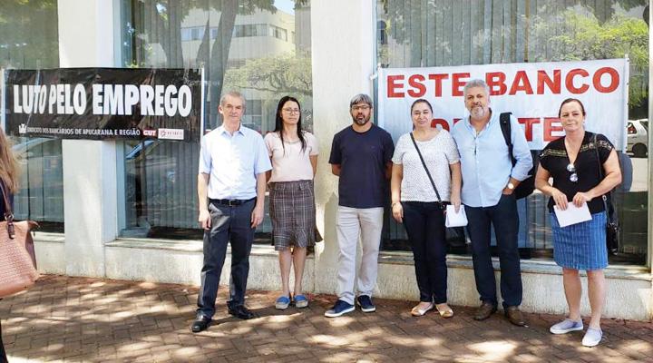 A agência do Bradesco na Praça Rui Barbosa, em Apucarana, permaneceu fechada durante todo o dia