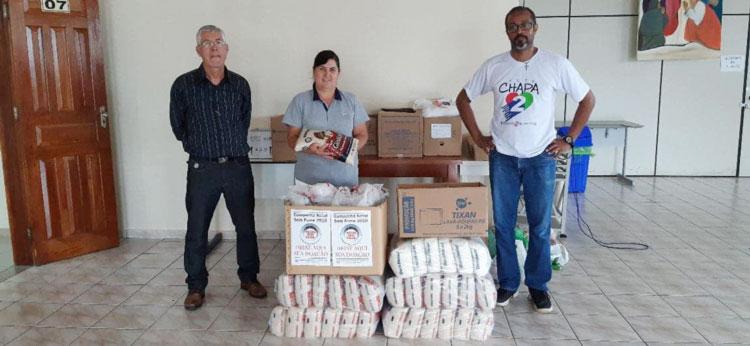 O secretário de Finanças do Sindicato de Londrina, Laurito Lira Filho,  e Irineu Barrinuevo com levaram as doações para a Paróquia Santo Antonio