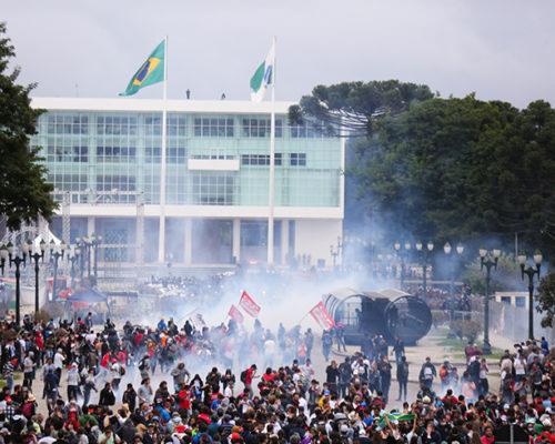 Mais de 100 pessoas foram feridas no massacre de 2015 pelas forças do ex-governador Beto Richa - Foto: Joka Madruga