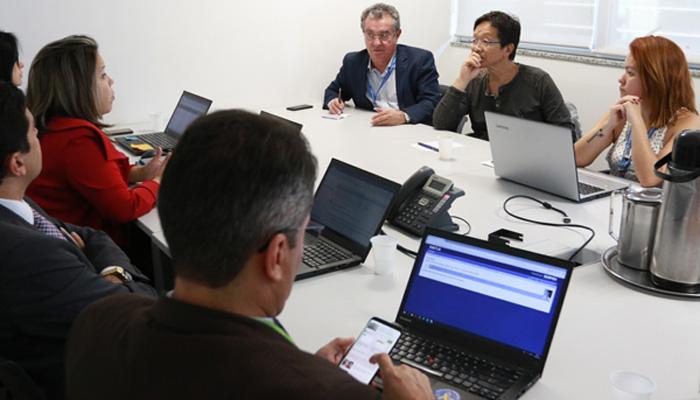 Na reunião foram cobradas soluções em relação às realocações compulsórias que estão prejudicando dezenas de trabalhadores e esvaziando áreas estratégicas da Caixa - Foto: Fenae