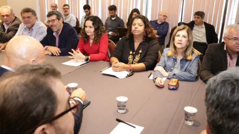 A negociação entre o Comando Nacional dos Bancários e a Fenaban durou mais de 10 horas nesta terça-feira (26/11), em São Paulo - Foto: Jailton Garcia
