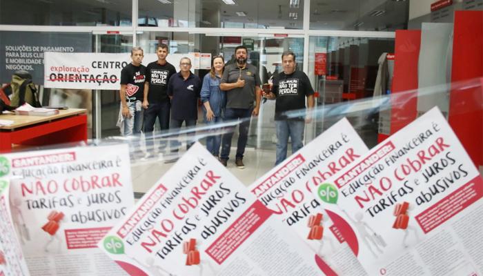 Dirigentes do Sindicato de Curitiba na defesa do direito dos bancários de folgar aos sábados