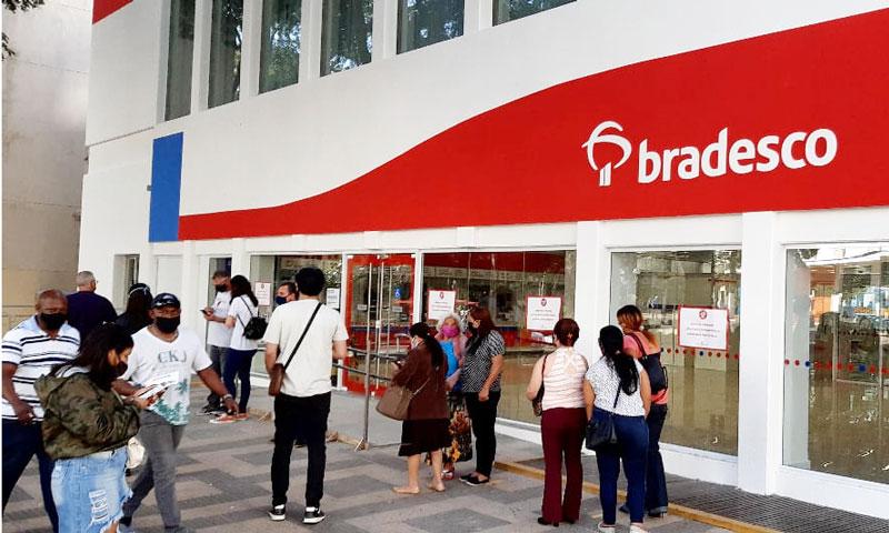 A agência Praça Willie Davids, do Bradesco em Londrina, passou por sanitização nesta terça-feira (28/07), após dois funcionários testarem positivo para Covid-19