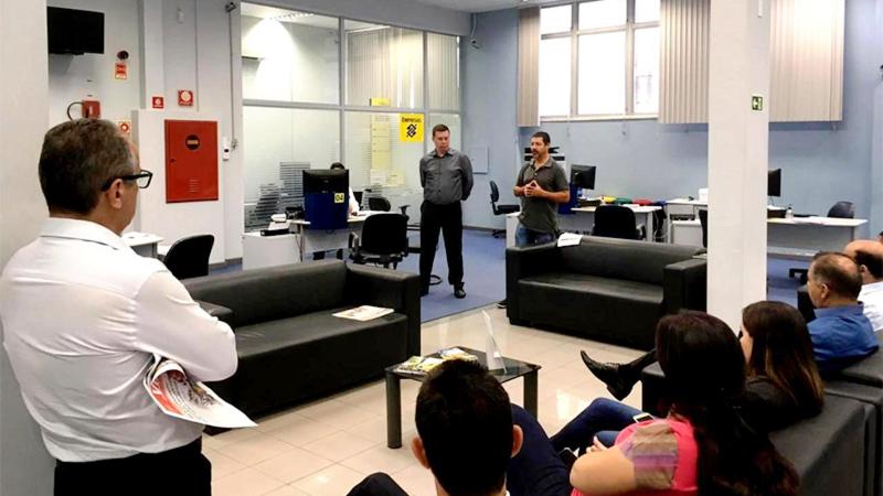 Damião Rodrigues, presidente do Sindicato de Apucarana, convocou os funcionários a aderirem à mobilização contra a privatização do Banco do Brasil