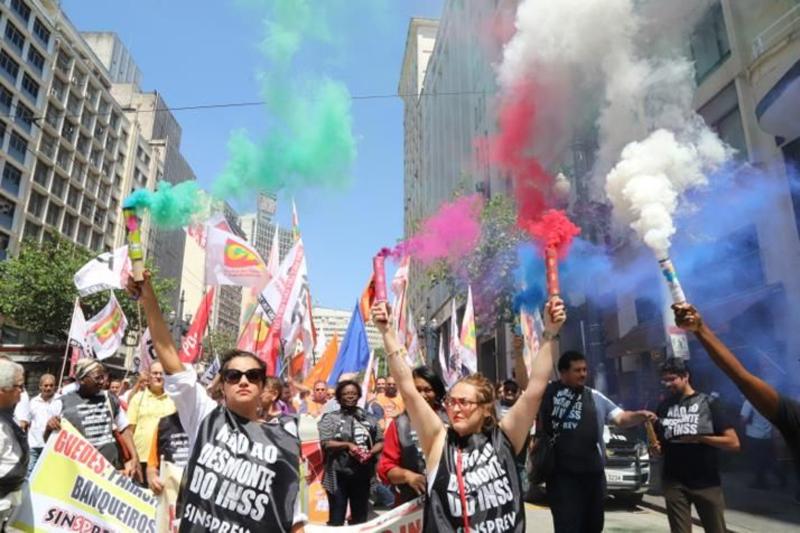 Ato Público das Centrais em São Paulo reuniu trabalhadores de diversas categorias. Dia 18/02 o protesto vai ser em todo o País - Foto: Roberto Parizotti/CUT Nacional