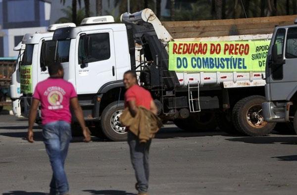 Greve dos caminhoneiros já prova desabastecimento em diversos setores da economia - Foto: Marcelo Camargo/Agência Brasil
