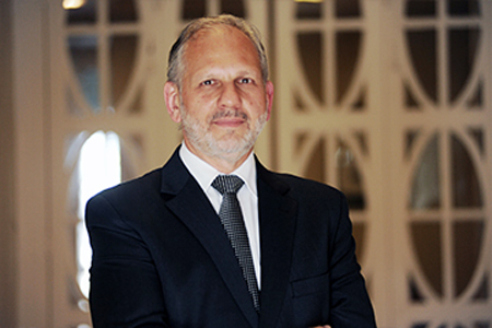 Mauro Auache é assessor jurídico da Fetec-CUT/PR e vice-presidente do Instituto Declatra