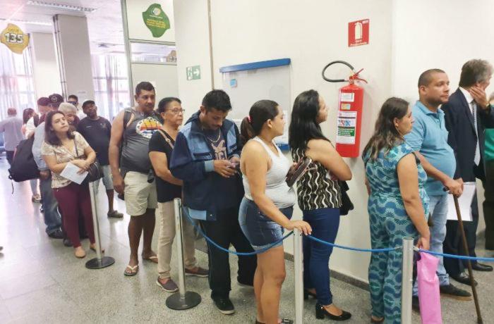 Agências não dão conta do elevado número de segurados que procuram as agências do INSS - Foto: Vilma Ramos/SINSS-SP
