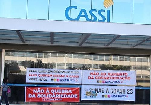 O protesto surpreendeu os conselheiros deliberativos da Cassi, que estavam reunidos para discutir a proposta do BB