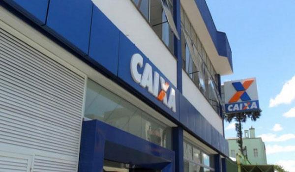 A CEE afirma que o banco não pode de um dia para outro impor uma alteração de horário