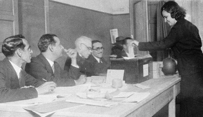 A mulher brasileira só conquistou o direito de votar após o ano de 1932