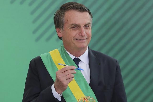 Bolsonaro disse que iria nomear 15 ministros, mas nomeou 22 / Sergio Lima / AFP
